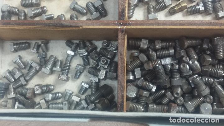 Herramientas de relojes: Botita caja relojera con gran cantidad de artículos para relojes antiguos - Foto 68 - 115590259
