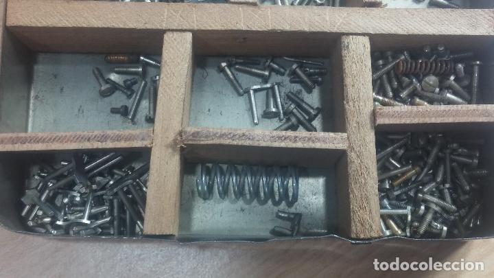 Herramientas de relojes: Botita caja relojera con gran cantidad de artículos para relojes antiguos - Foto 75 - 115590259