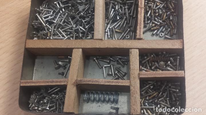 Herramientas de relojes: Botita caja relojera con gran cantidad de artículos para relojes antiguos - Foto 76 - 115590259