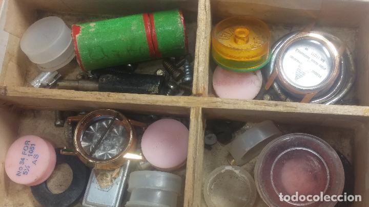 Herramientas de relojes: Botita caja relojera con gran cantidad de artículos para relojes antiguos - Foto 100 - 115590259
