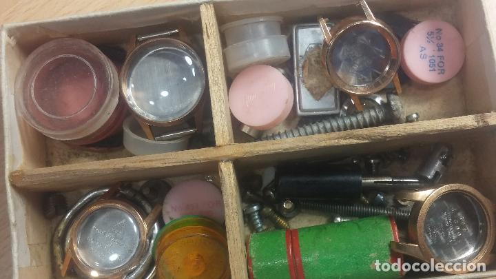 Herramientas de relojes: Botita caja relojera con gran cantidad de artículos para relojes antiguos - Foto 106 - 115590259