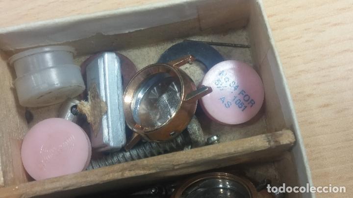 Herramientas de relojes: Botita caja relojera con gran cantidad de artículos para relojes antiguos - Foto 109 - 115590259