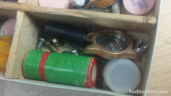 Herramientas de relojes: Botita caja relojera con gran cantidad de artículos para relojes antiguos - Foto 110 - 115590259