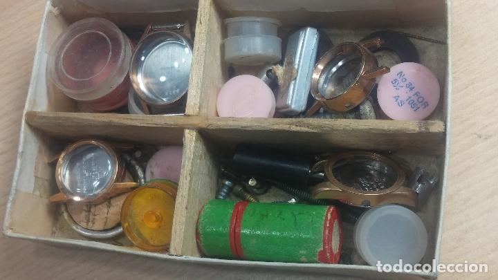 Herramientas de relojes: Botita caja relojera con gran cantidad de artículos para relojes antiguos - Foto 113 - 115590259