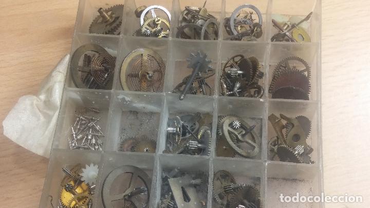 Herramientas de relojes: Botita caja relojera con gran cantidad de artículos para relojes antiguos - Foto 127 - 115590259