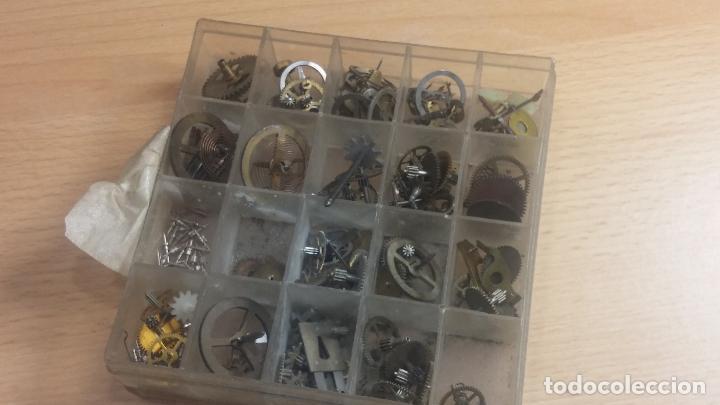 Herramientas de relojes: Botita caja relojera con gran cantidad de artículos para relojes antiguos - Foto 128 - 115590259