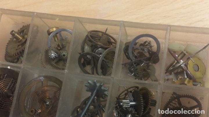 Herramientas de relojes: Botita caja relojera con gran cantidad de artículos para relojes antiguos - Foto 129 - 115590259