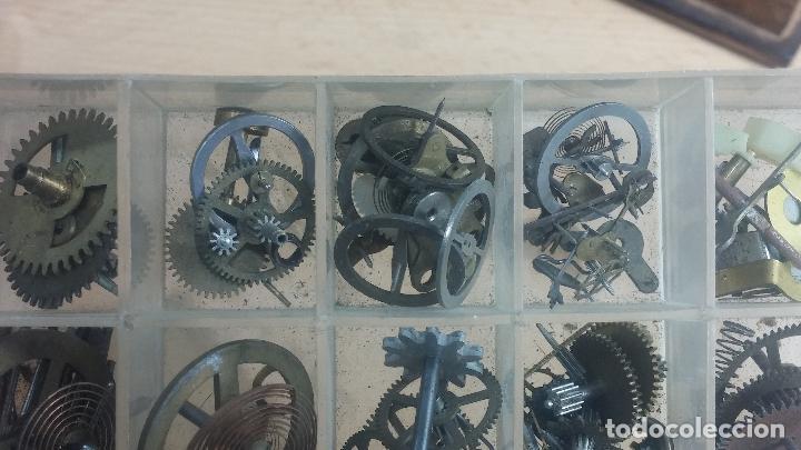 Herramientas de relojes: Botita caja relojera con gran cantidad de artículos para relojes antiguos - Foto 130 - 115590259