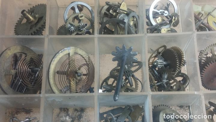Herramientas de relojes: Botita caja relojera con gran cantidad de artículos para relojes antiguos - Foto 131 - 115590259