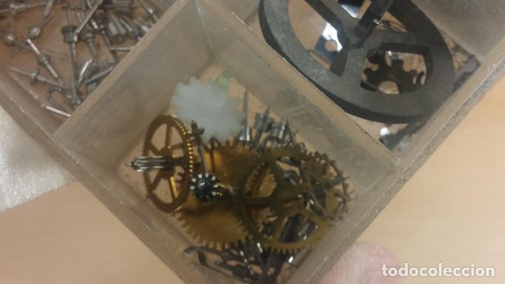 Herramientas de relojes: Botita caja relojera con gran cantidad de artículos para relojes antiguos - Foto 133 - 115590259