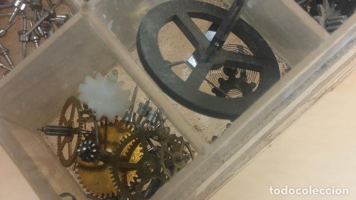 Herramientas de relojes: Botita caja relojera con gran cantidad de artículos para relojes antiguos - Foto 134 - 115590259