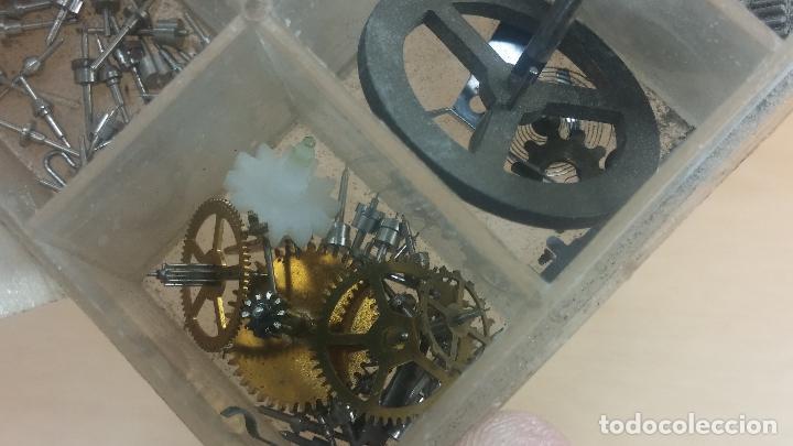 Herramientas de relojes: Botita caja relojera con gran cantidad de artículos para relojes antiguos - Foto 135 - 115590259