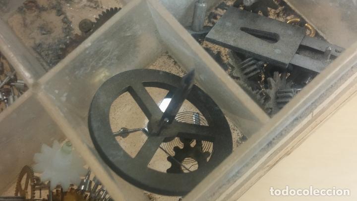 Herramientas de relojes: Botita caja relojera con gran cantidad de artículos para relojes antiguos - Foto 136 - 115590259