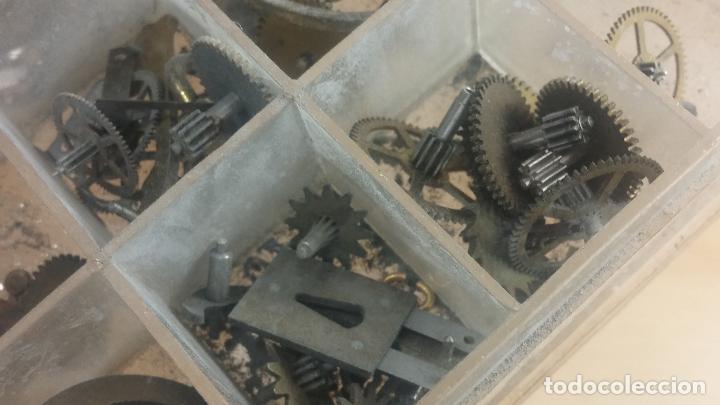 Herramientas de relojes: Botita caja relojera con gran cantidad de artículos para relojes antiguos - Foto 137 - 115590259