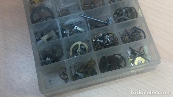 Herramientas de relojes: Botita caja relojera con gran cantidad de artículos para relojes antiguos - Foto 140 - 115590259
