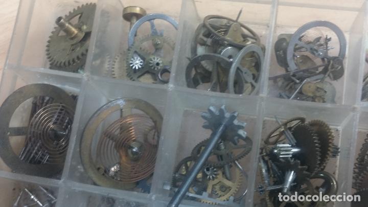 Herramientas de relojes: Botita caja relojera con gran cantidad de artículos para relojes antiguos - Foto 142 - 115590259