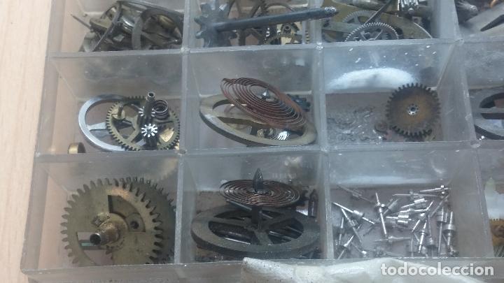 Herramientas de relojes: Botita caja relojera con gran cantidad de artículos para relojes antiguos - Foto 144 - 115590259