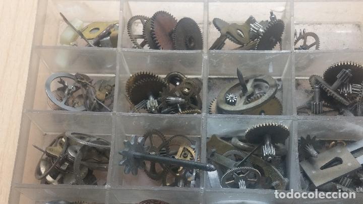 Herramientas de relojes: Botita caja relojera con gran cantidad de artículos para relojes antiguos - Foto 145 - 115590259