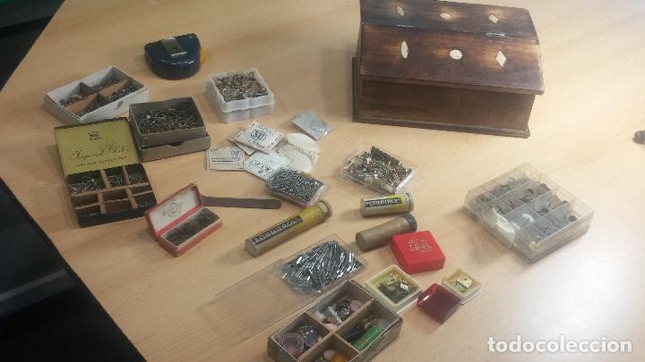 Herramientas de relojes: Botita caja relojera con gran cantidad de artículos para relojes antiguos - Foto 149 - 115590259