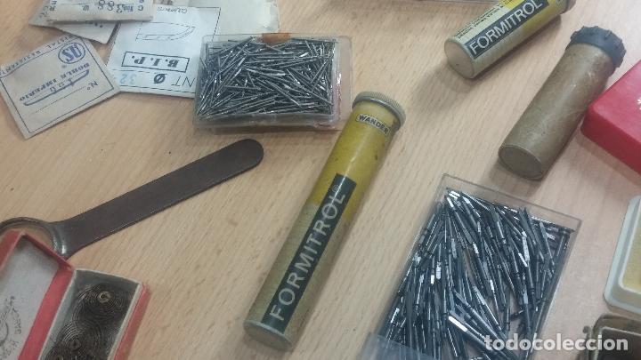 Herramientas de relojes: Botita caja relojera con gran cantidad de artículos para relojes antiguos - Foto 151 - 115590259