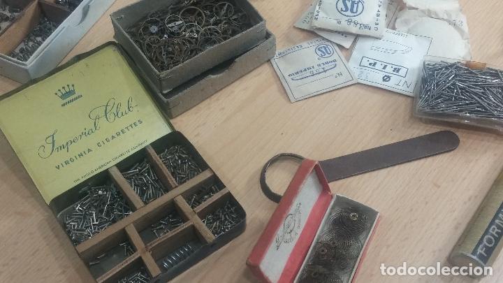 Herramientas de relojes: Botita caja relojera con gran cantidad de artículos para relojes antiguos - Foto 150 - 115590259