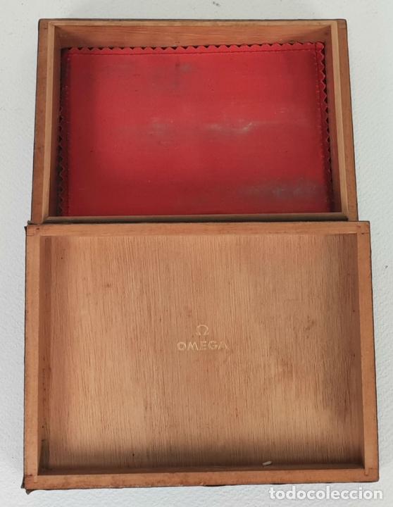 Herramientas de relojes: CAJA PARA RELOJ OMEGA. MADERA FORRADA EN TELA. SUIZA. CIRCA 1970. - Foto 4 - 133909018