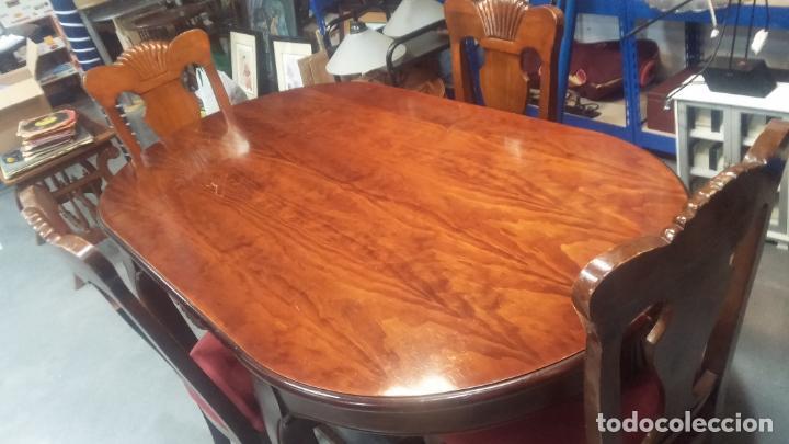 Herramientas de relojes: Espectacular mesa con 4 fantásticas sillas antiquísimas podría servir para exponer relojes antiguos - Foto 2 - 137007982