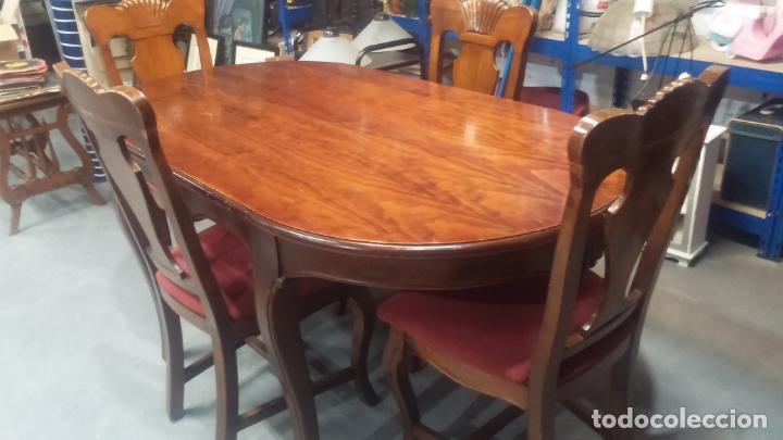 Herramientas de relojes: Espectacular mesa con 4 fantásticas sillas antiquísimas podría servir para exponer relojes antiguos - Foto 3 - 137007982