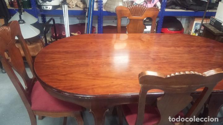 Herramientas de relojes: Espectacular mesa con 4 fantásticas sillas antiquísimas podría servir para exponer relojes antiguos - Foto 4 - 137007982