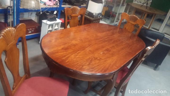 Herramientas de relojes: Espectacular mesa con 4 fantásticas sillas antiquísimas podría servir para exponer relojes antiguos - Foto 7 - 137007982