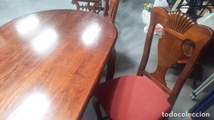 Herramientas de relojes: Espectacular mesa con 4 fantásticas sillas antiquísimas podría servir para exponer relojes antiguos - Foto 9 - 137007982