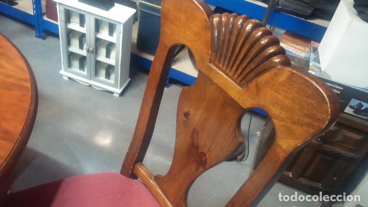 Herramientas de relojes: Espectacular mesa con 4 fantásticas sillas antiquísimas podría servir para exponer relojes antiguos - Foto 10 - 137007982