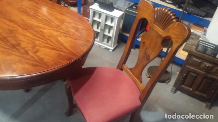 Herramientas de relojes: Espectacular mesa con 4 fantásticas sillas antiquísimas podría servir para exponer relojes antiguos - Foto 11 - 137007982