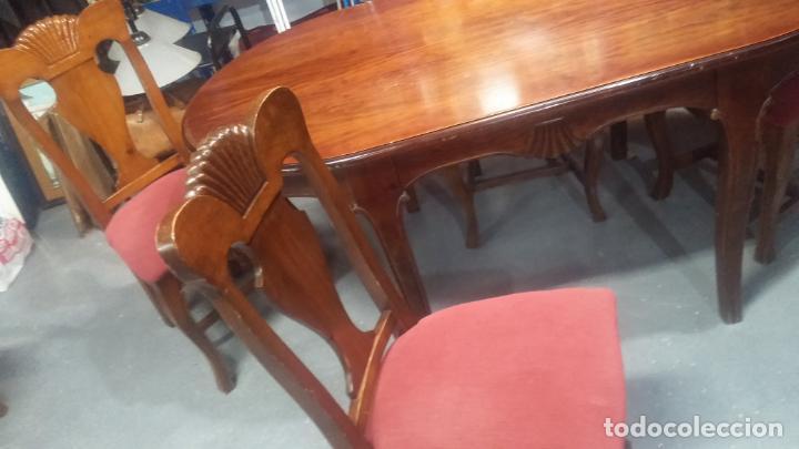 Herramientas de relojes: Espectacular mesa con 4 fantásticas sillas antiquísimas podría servir para exponer relojes antiguos - Foto 12 - 137007982