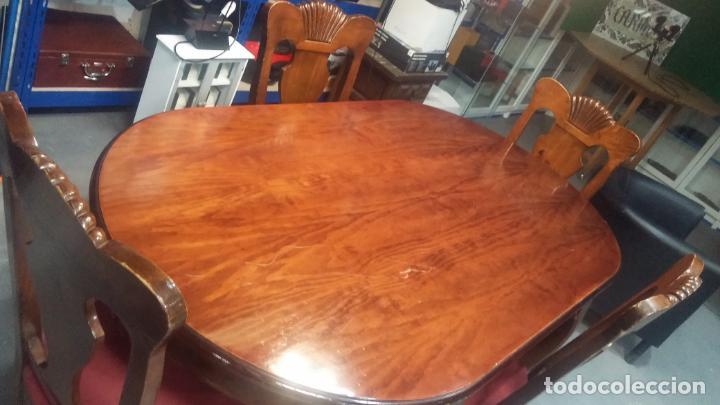 Herramientas de relojes: Espectacular mesa con 4 fantásticas sillas antiquísimas podría servir para exponer relojes antiguos - Foto 20 - 137007982