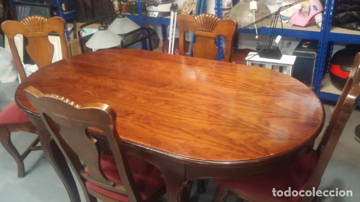 Herramientas de relojes: Espectacular mesa con 4 fantásticas sillas antiquísimas podría servir para exponer relojes antiguos - Foto 21 - 137007982