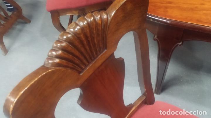 Herramientas de relojes: Espectacular mesa con 4 fantásticas sillas antiquísimas podría servir para exponer relojes antiguos - Foto 22 - 137007982