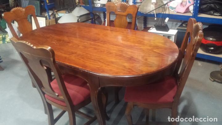 Herramientas de relojes: Espectacular mesa con 4 fantásticas sillas antiquísimas podría servir para exponer relojes antiguos - Foto 27 - 137007982