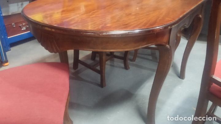 Herramientas de relojes: Espectacular mesa con 4 fantásticas sillas antiquísimas podría servir para exponer relojes antiguos - Foto 30 - 137007982