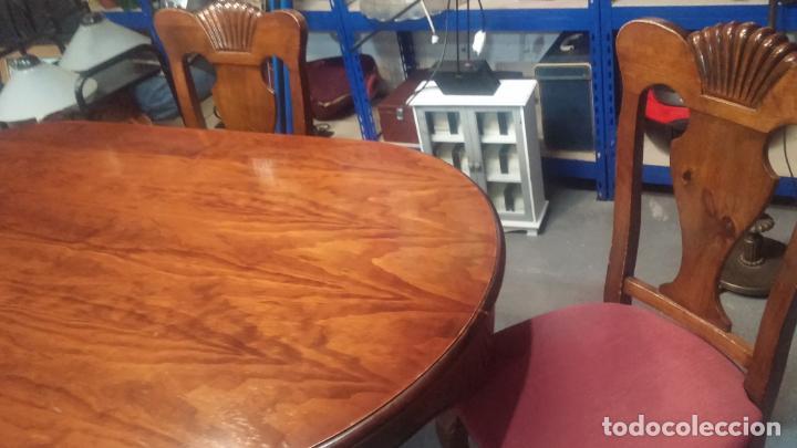 Herramientas de relojes: Espectacular mesa con 4 fantásticas sillas antiquísimas podría servir para exponer relojes antiguos - Foto 31 - 137007982