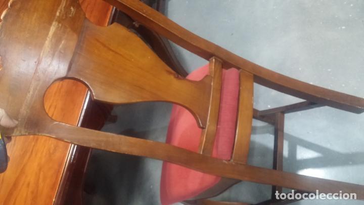 Herramientas de relojes: Espectacular mesa con 4 fantásticas sillas antiquísimas podría servir para exponer relojes antiguos - Foto 32 - 137007982