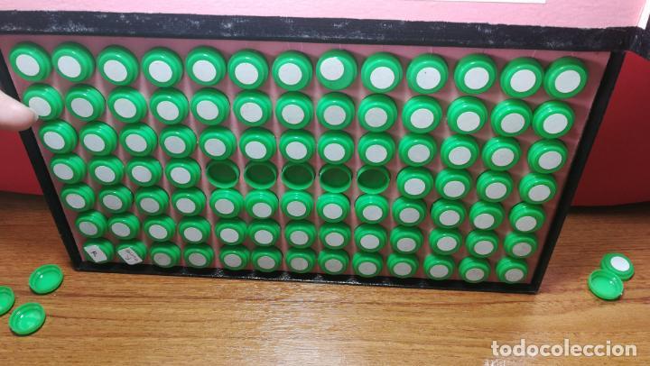 Herramientas de relojes: Antigua caja para clasificar repuestos de reloj o relojería, con gran cantidad de estuches capsulas - Foto 13 - 140593930