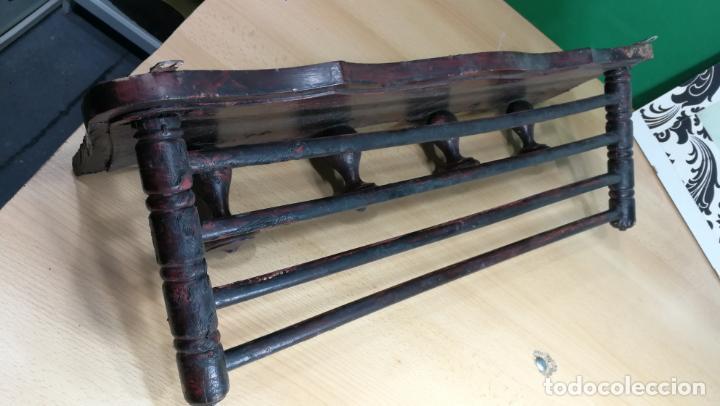 Herramientas de relojes: Percha antigua de madera utilizada en una relojería ya cerrada hace años, PARA RESTAURAR - Foto 3 - 160196238