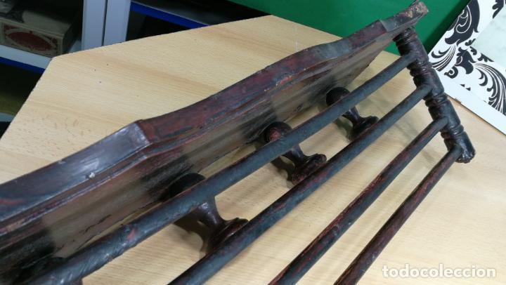 Herramientas de relojes: Percha antigua de madera utilizada en una relojería ya cerrada hace años, PARA RESTAURAR - Foto 6 - 160196238