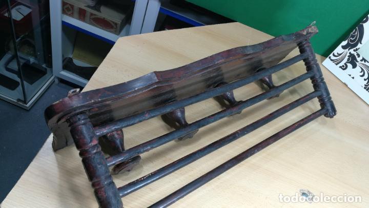 Herramientas de relojes: Percha antigua de madera utilizada en una relojería ya cerrada hace años, PARA RESTAURAR - Foto 8 - 160196238