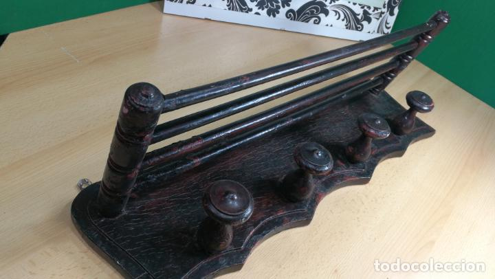 Herramientas de relojes: Percha antigua de madera utilizada en una relojería ya cerrada hace años, PARA RESTAURAR - Foto 15 - 160196238