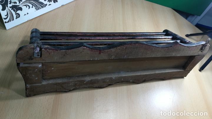 Herramientas de relojes: Percha antigua de madera utilizada en una relojería ya cerrada hace años, PARA RESTAURAR - Foto 29 - 160196238