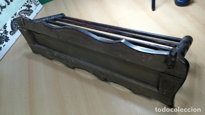 Herramientas de relojes: Percha antigua de madera utilizada en una relojería ya cerrada hace años, PARA RESTAURAR - Foto 30 - 160196238