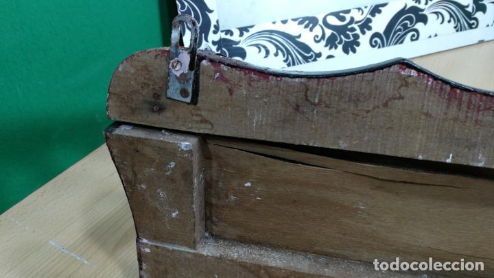 Herramientas de relojes: Percha antigua de madera utilizada en una relojería ya cerrada hace años, PARA RESTAURAR - Foto 37 - 160196238