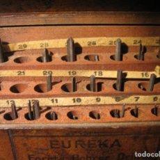 Herramientas de relojes: ANTIGUA CAJA DE MADERA CON ÚTILES O HERRAMIENTAS DE RELOJERO, MARCA EUREKA. Lote 163617138